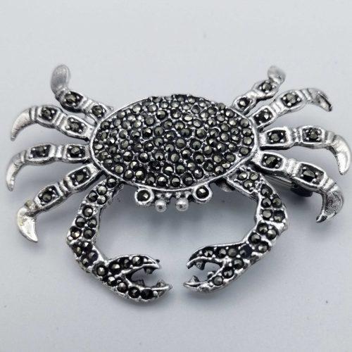Broche de plata con marquesitas en forma de cangrejo