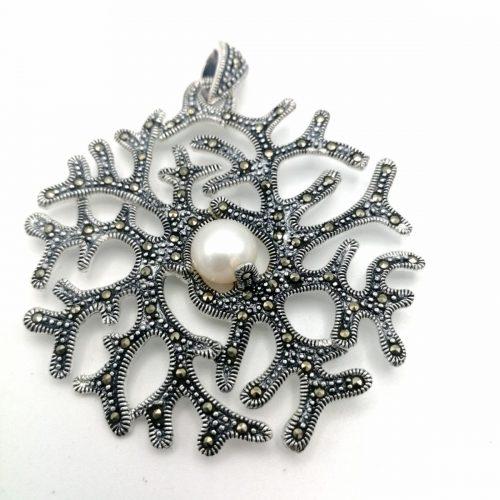 Colgante de plata con marcasitas y perla